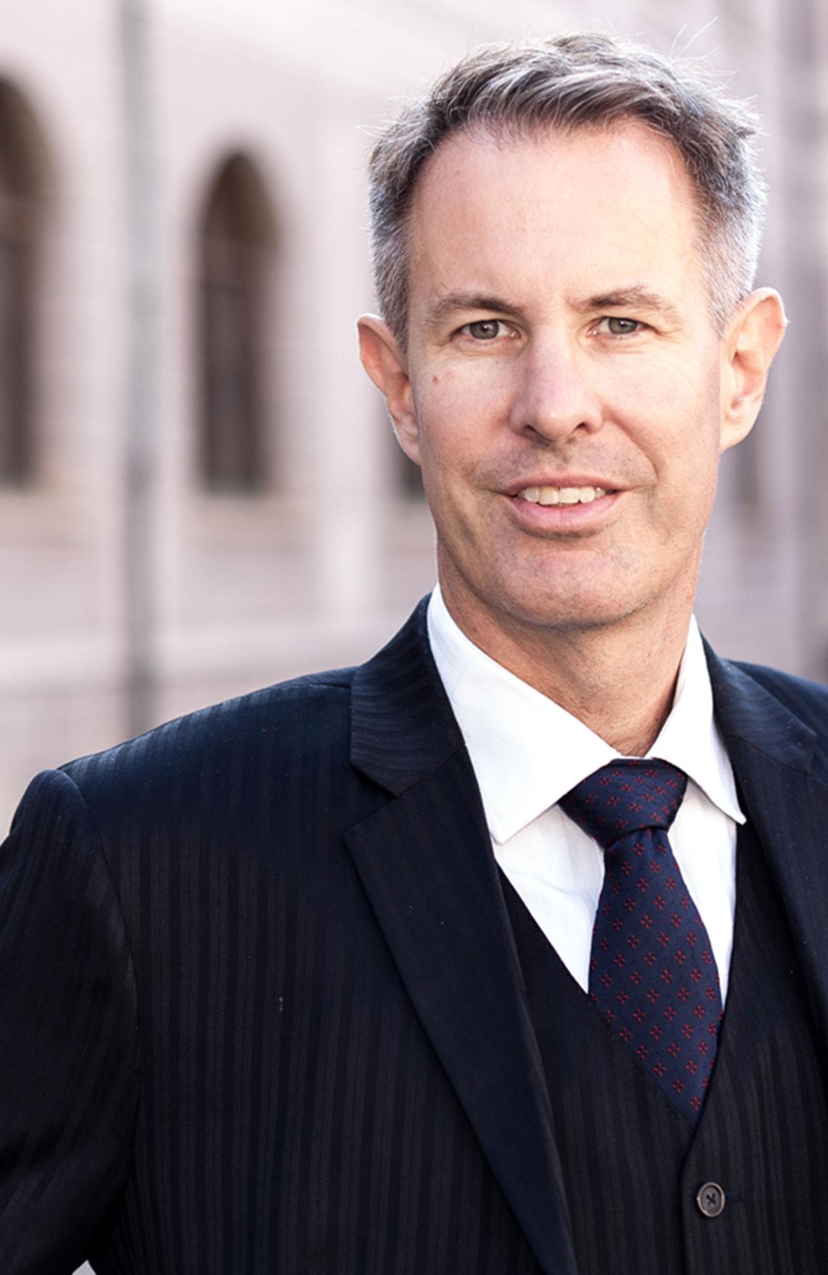 Ulrich Schröfl - Rechtsanwaltskanzlei München für Steuerrecht und Zivilrecht